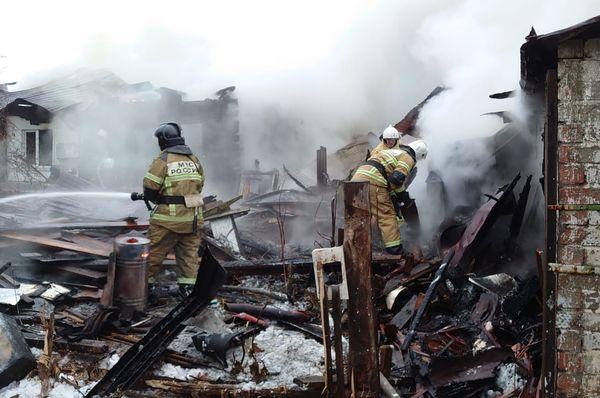 В Самаре субботним утром 76 человек тушили пожар в частном доме: видео | CityTraffic