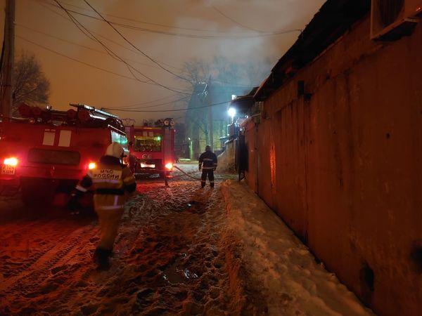В Самаре ночью горели гаражи на площади 200 кв. метров: видео | CityTraffic