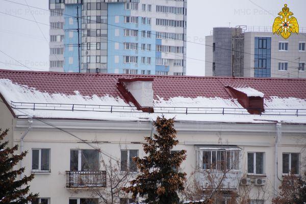 В Самаре наледь с крыши дома обрушилась на девочку-подростка | CityTraffic