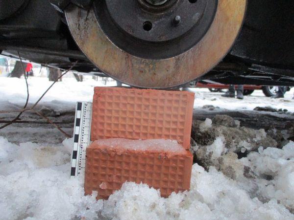 В Тольятти муж с женой похищали колеса с автомобилей при помощи такси: видео   CityTraffic