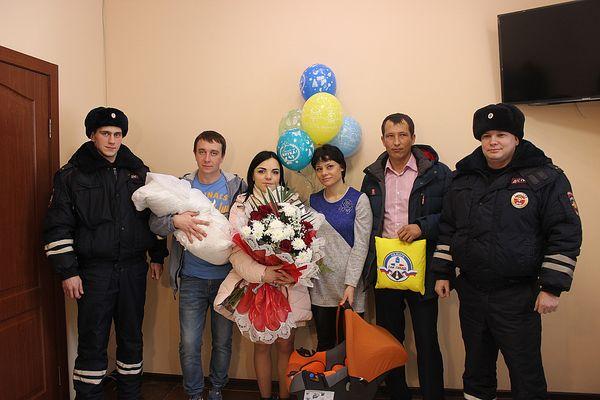 Инспекторы ДПС из Самары доставили в больницу женщину, у которой начались роды | CityTraffic