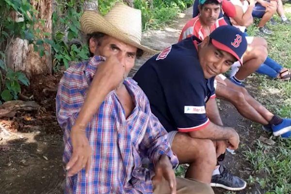 Невероятная рука старого мексиканца способна крутиться, как нунчаки: видео | CityTraffic