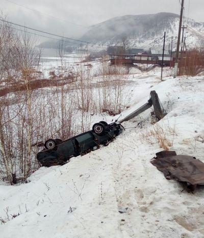 """В Самарской области """"Приора"""" врезалась в столб - погибли два человека   CityTraffic"""