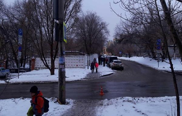 В Самаре водитель сбил подростка, отвез его в больницу и вернулся на место ДТП | CityTraffic