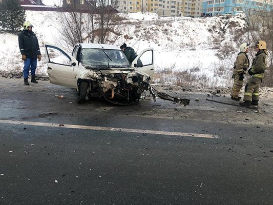 """Два человека пострадали в столкновении легковушки и автофургона на дороге """"Волжский – аэропорт """"Курумоч""""   CityTraffic"""