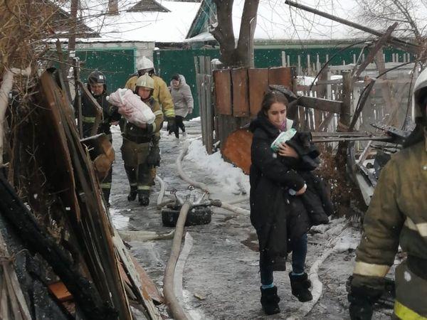 На месте пожара в Самаре обнаружены опасные предметы, эвакуируются люди из соседних домов | CityTraffic