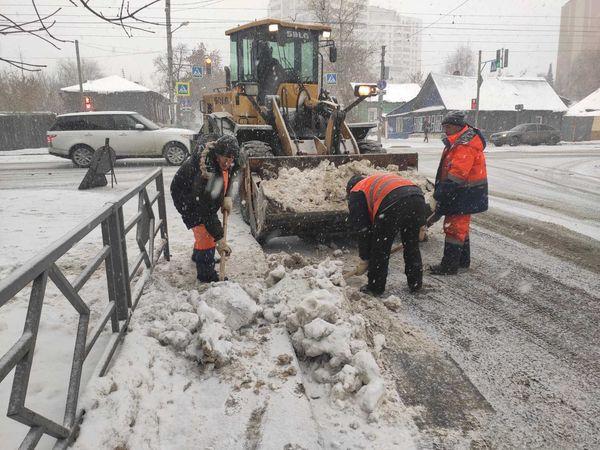 В Самаре последствия метели будут расчищать 202 снегоуборочные машины | CityTraffic
