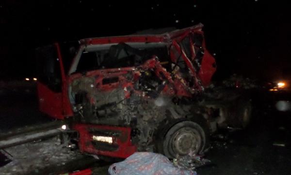 Стали известны подробности смертельной аварии с двумя грузовиками на трассе М-5 | CityTraffic
