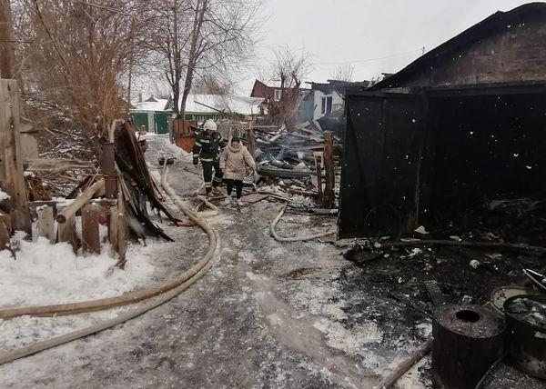 На месте пожара в Самаре обнаружено 2 кислородных и 9 пропановых баллонов | CityTraffic