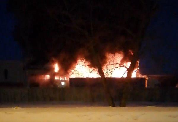 В Тольятти загорелся ангар на Новозаводской: видео | CityTraffic