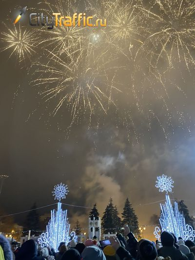 В Самаре новый 2020 год встречали красочным салютом: видео | CityTraffic