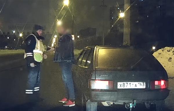 В Тольятти зоркость сотрудника ГИБДД позволила выявить две машины с одинаковыми номерами: видео | CityTraffic