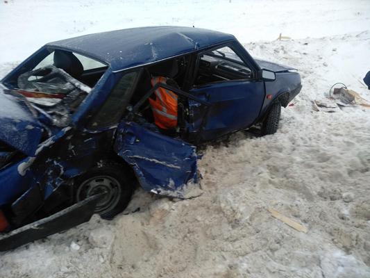 В Самарской области на  М-5 столкнулись две отечественные легковушки, один водитель пострадал | CityTraffic