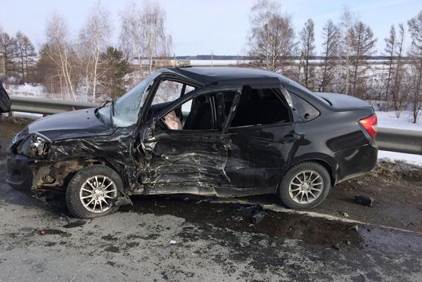 На автодороге «Волжский-Курумоч» водитель «Лады» не пропустил «Ниссан», пострадали 3 человека | CityTraffic