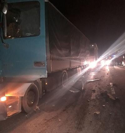 В Самарской области на трассе М-5 три человека попали под колеса фуры, двое погибли | CityTraffic