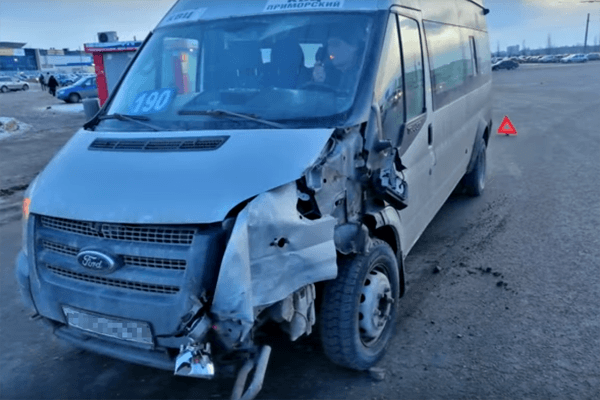 В Тольятти маршрутка протаранила автобус | CityTraffic
