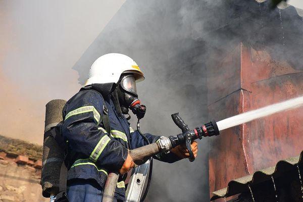 Дом, гараж и автомобиль сгорели ранним утром в Самарской области | CityTraffic