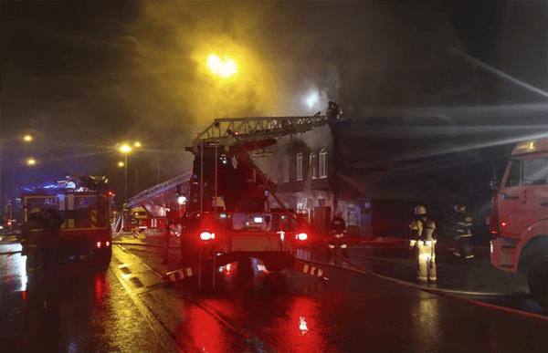 В Самаре ночью 85 человек тушили пожар в двухэтажном многоквартирном доме | CityTraffic