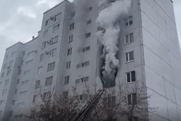 В Тольятти 18 человек тушили пожар в квартире дома на улице Офицерской: видео | CityTraffic