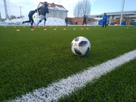 Юные спортсмены из тольяттинской академии футбола будут ездить на матчи на новом автобусе   CityTraffic