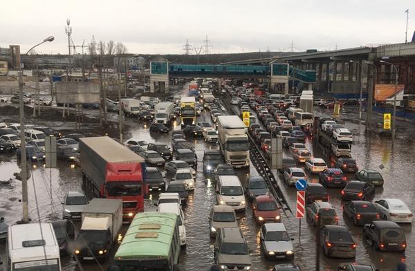 Очевидцы сняли на видео потоп на трассе М-5 в Тольятти | CityTraffic