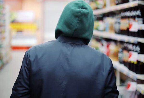 Житель Тольятти ночью обокрал супермаркет   CityTraffic