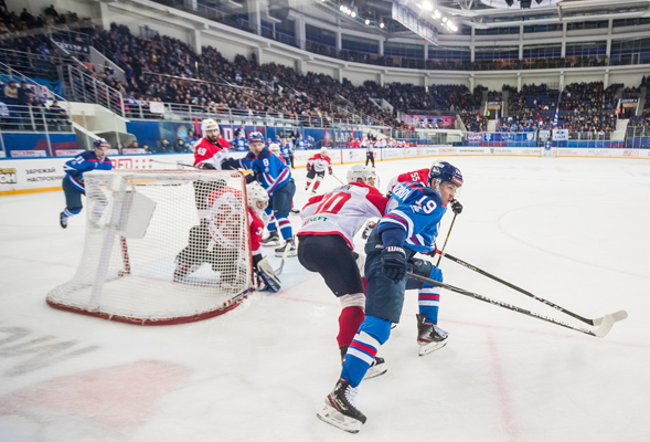 Тольяттинская «Лада» вплей-офф сыграет сальметьевским «Нефтяником»