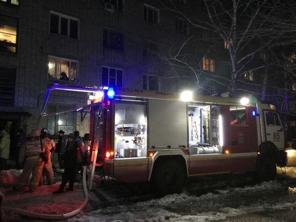 В Сызрани ночью 30 человек эвакуировали из горящего дома | CityTraffic