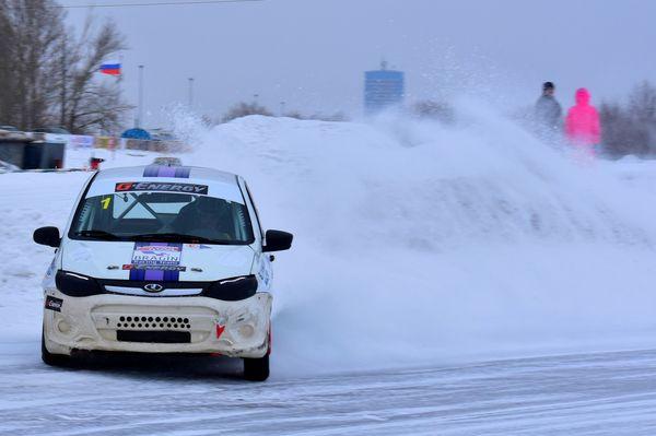 В ледовых автогонках сильнее всех оказались Брагин и Шишкин   CityTraffic
