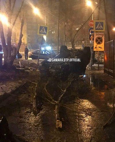 В Самаре на пересечении Ново-Садовой и Лейтенанта Шмидта сломался светофор   CityTraffic