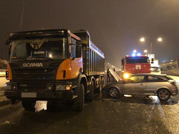 """В Самаре ночью """"опель"""" протаранил грузовик   CityTraffic"""
