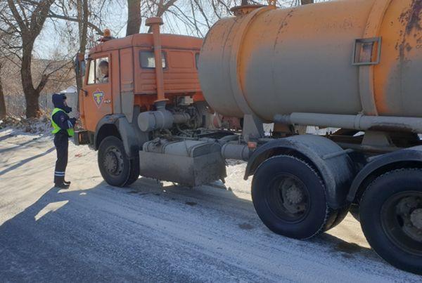 В Тольятти оштрафовали двоих водителей, которые намеревались слить жидкие отходы в неположенных местах | CityTraffic