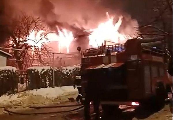 Во время пожара в частном доме в Тольятти никто не пострадал   CityTraffic