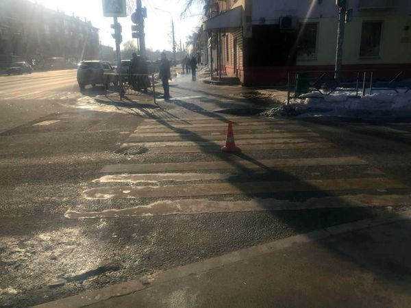В Самаре на перекрестке иномарка сбила девушку | CityTraffic