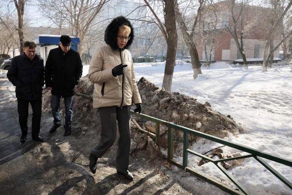 Глава Самары прошлась по ямам во дворах Железнодорожного района   CityTraffic