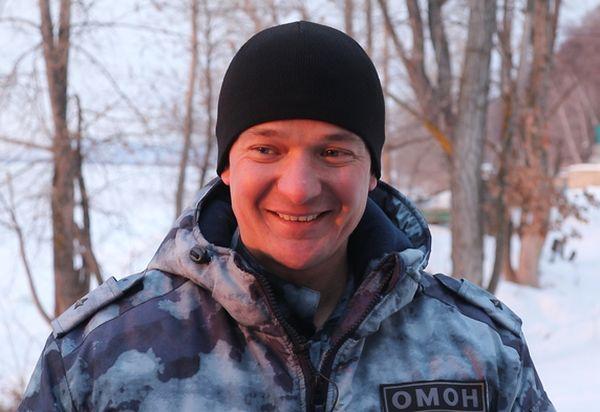 Офицер Росгвардии вытащил обессилевшего самарца из полыньи на Крещение