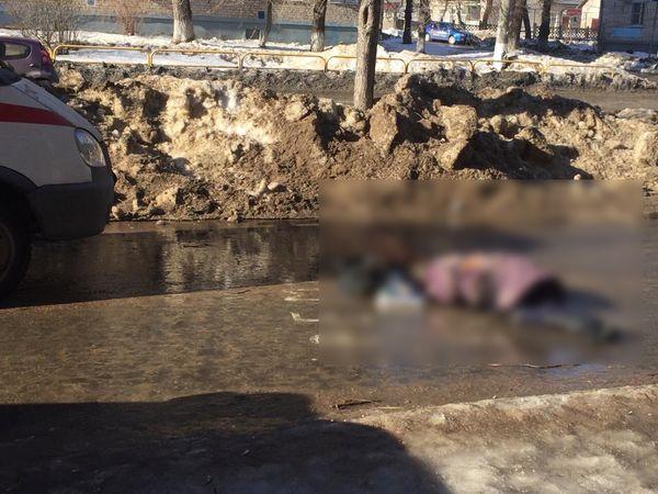 В Тольятти грузовик насмерть сбил женщину на тротуаре | CityTraffic