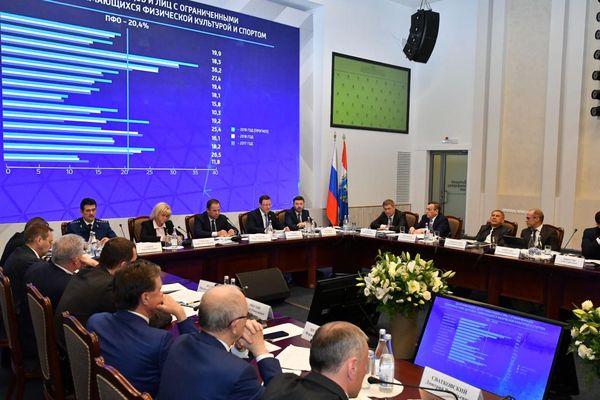 Полпред президента Игорь Комаров провел вТольятти совет ПФО по развитию детского имассового спорта
