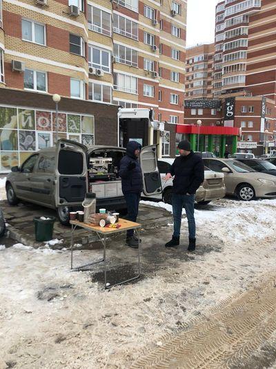 В Тольятти на бульваре Ленина депутаты от ЛДПР залили горку для детей: видео   CityTraffic