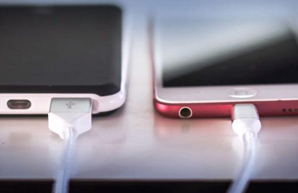 В Самаре уличные станции для подзарядки мобильных устройств будут антивандальными | CityTraffic