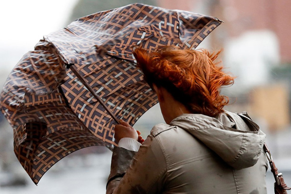 В Самарской области из-за сильного ветра вновь объявлен желтый уровень погодной опасности | CityTraffic