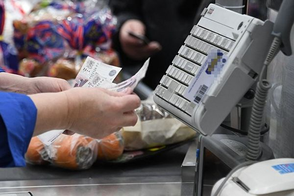 Недельные расходы россиян достигли рекордных значений из-за возможных новых ограничительных мер