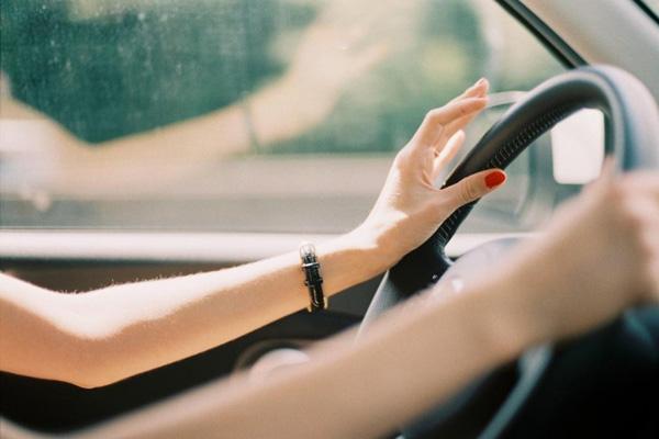 Более половины жителей ПФО считают, что женщины-водители такси аккуратнее ведут себя на дорогах | CityTraffic