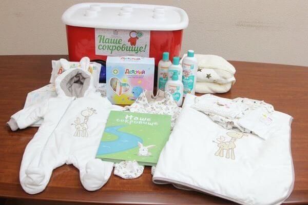 Чиновники Самарской области отказались выдавать подарок за первого ребёнка маме, потому что она прописана в другом регионе | CityTraffic