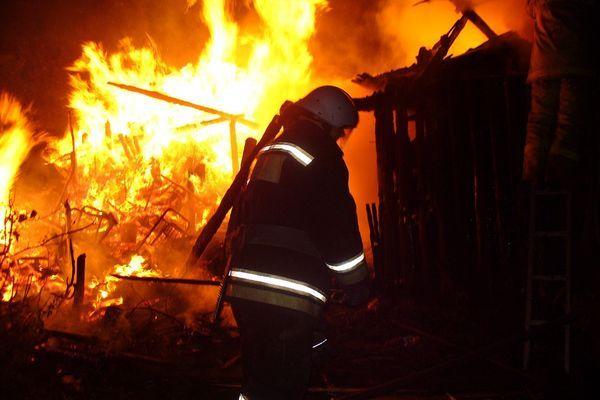 В ночном пожаре погибли два жителя Самарской области | CityTraffic