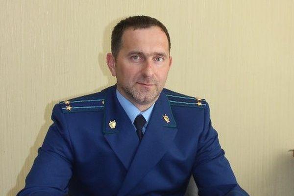 В Тольятти пенсионер на велосипеде попал под машину такси, сломал ногу и получил штраф | CityTraffic