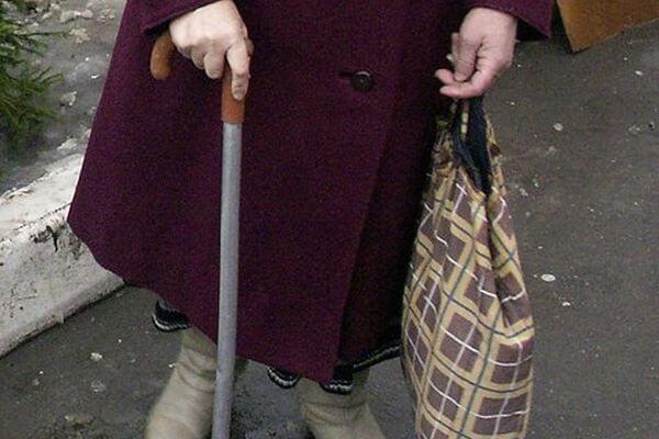 В Тольятти пенсионерку ограбили в городском сквере | CityTraffic