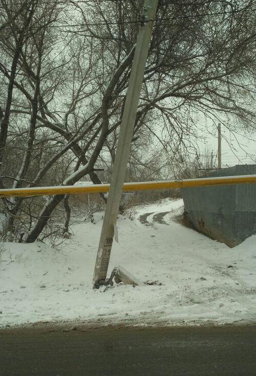 В Самарской области БМВ влетела в опору ЛЭП рядом с газовой трубой | CityTraffic