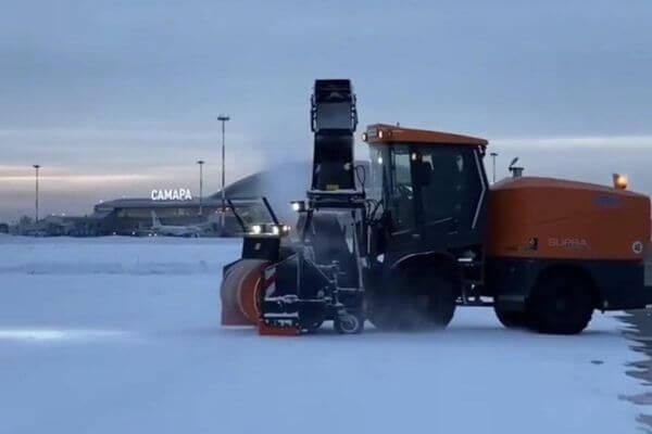 Территорию аэропорта Курумоч вышли чистить 10 снегоуборочных машин: видео | CityTraffic