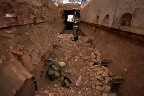 Рабочего засыпало кирпичами при разборе тоннеля в Сызрани: видео | CityTraffic